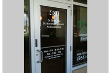 - Image360-bocaraton-window-lettering-hours-dentist